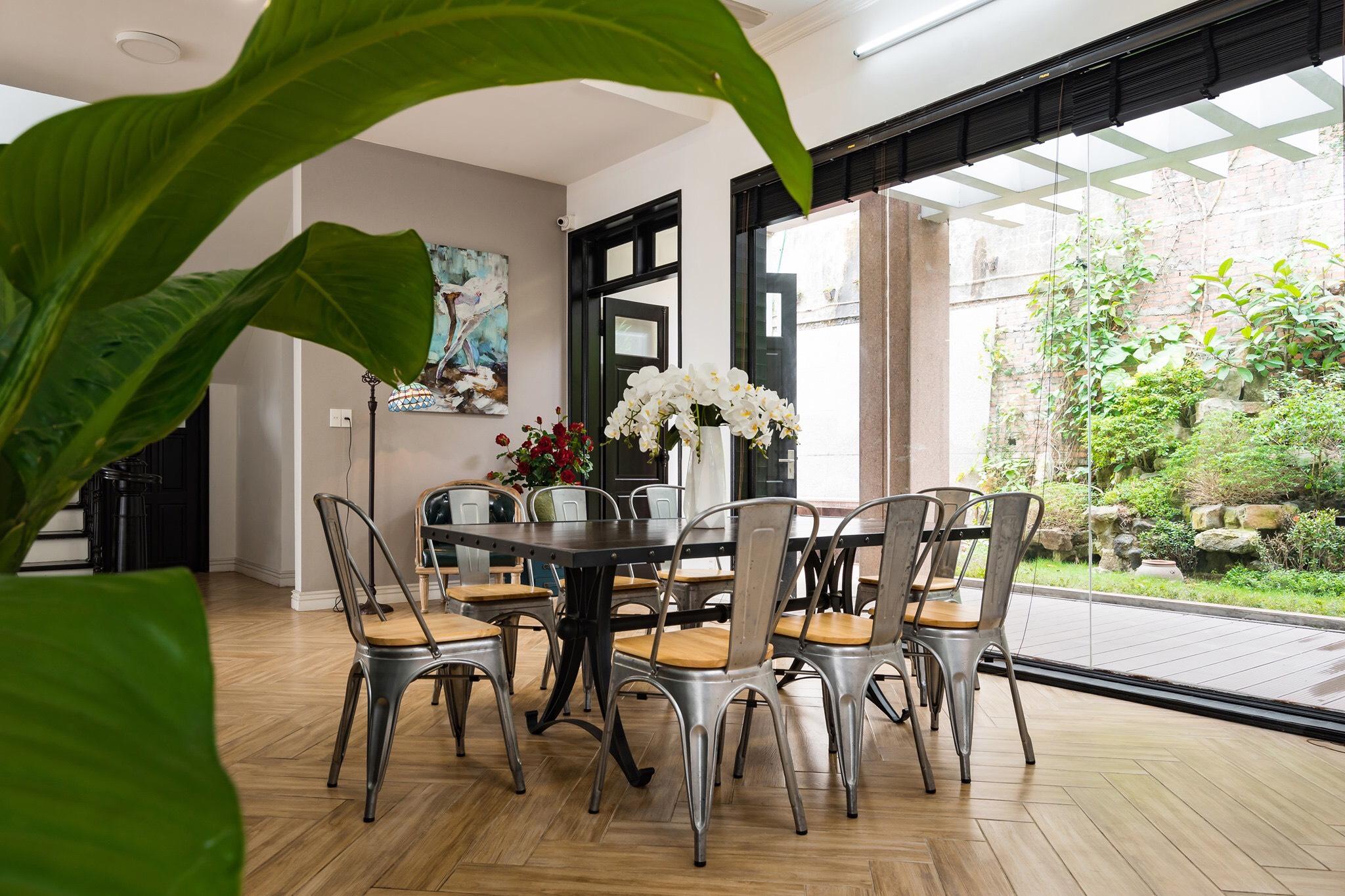 Khu vực khách ngồi ăn sáng