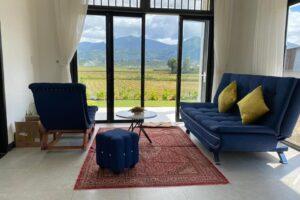 Phòng khách view vườn rộng