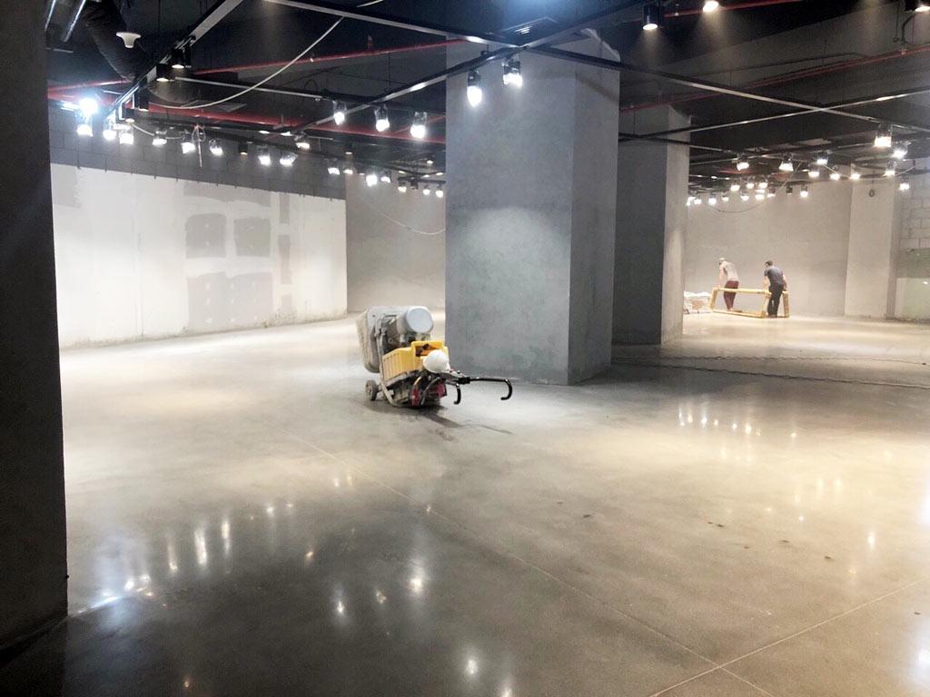 Thi công mặt bằng sàn bê tông mài của khu văn phòng dành cho công ty khởi nghiệp tại Hai Bà Trưng, Hà Nội
