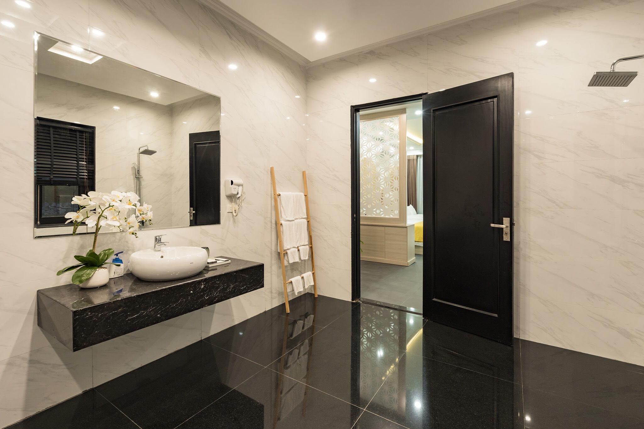 Phòng vệ sinh master thiết kế đơn giản