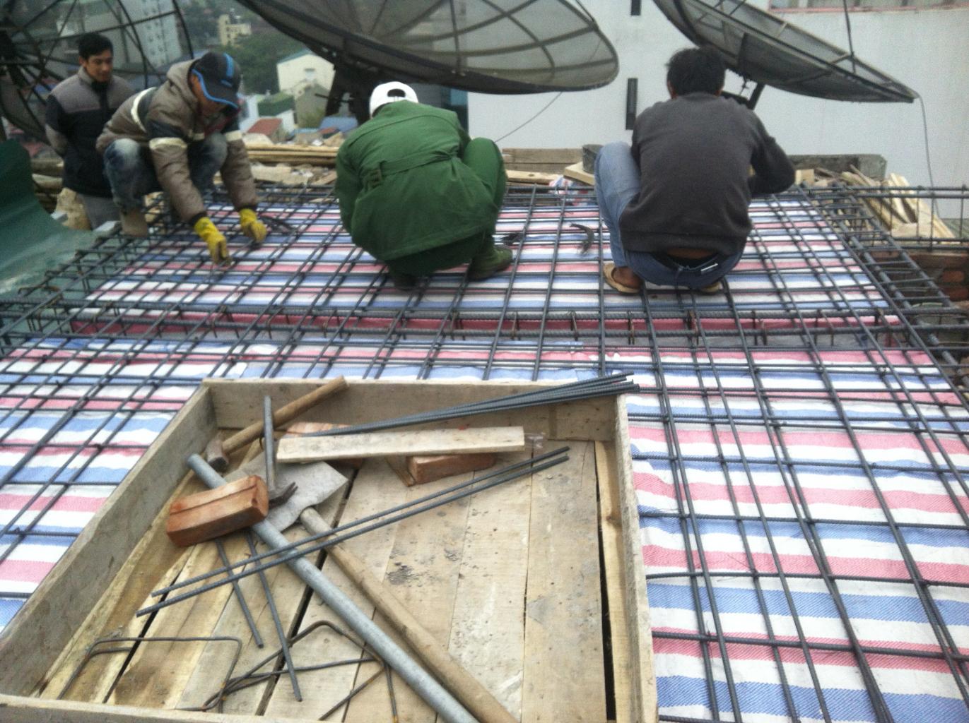Công tác cốp pha cốt thép trước khi đổ bê tông mái