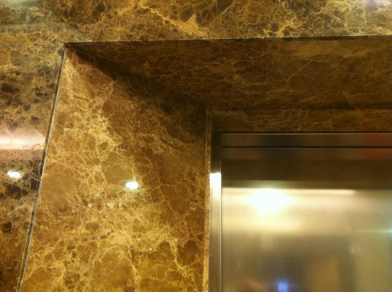 Ốp đá thang máy các tầng