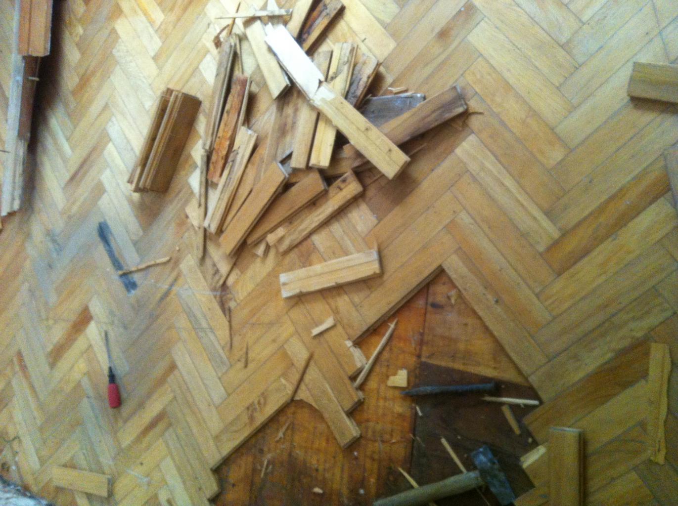 Phá dỡ nền cũ, bóc sàn gỗ cũ