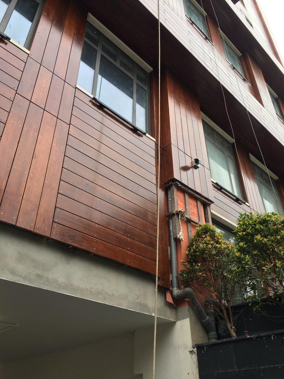 Ốp gỗ mặt ngoài công trình tạo điểm nhấn