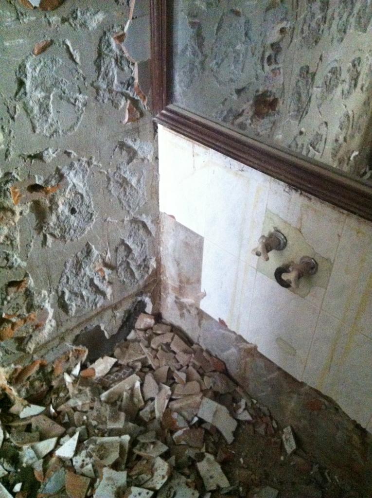 Dóc tường vệ sinh