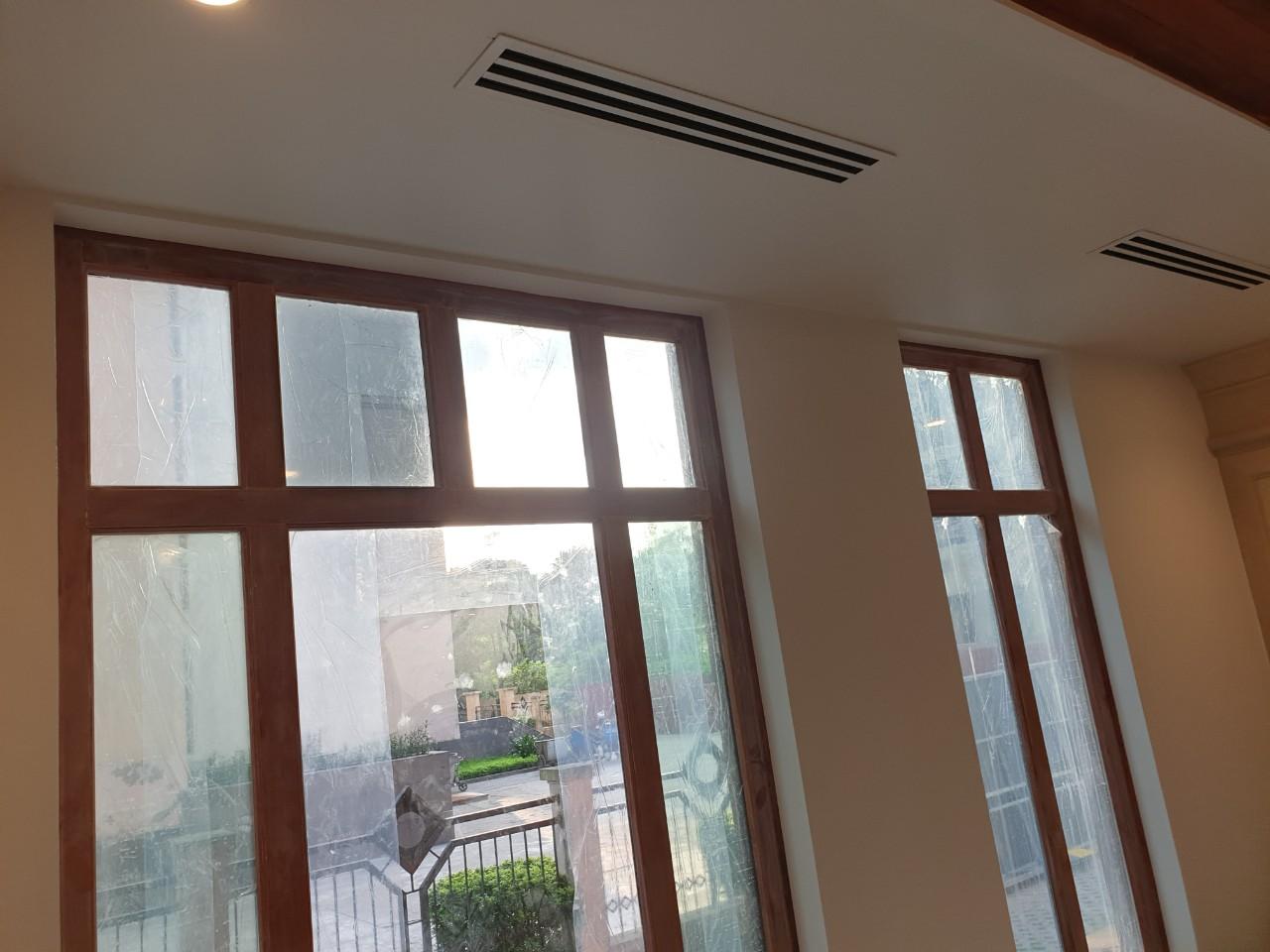 Hệ thống điều hòa âm trần khe gió được thi công theo phương án thống nhất sửachữa văn phòng Hà Nội