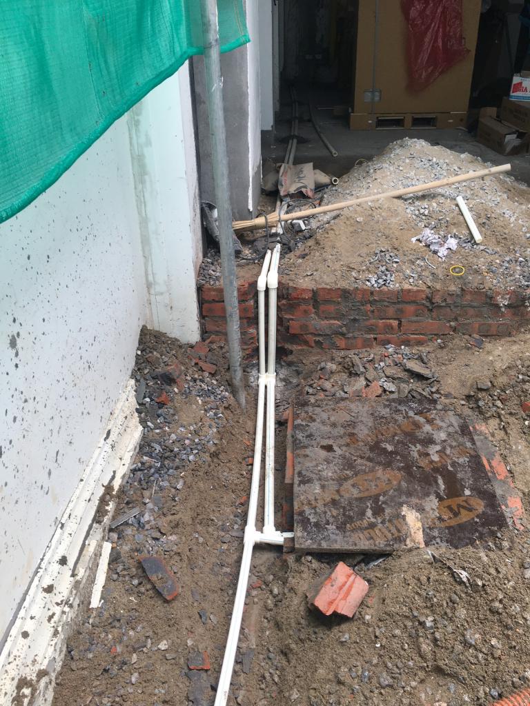 Hệ thống cấp nước từ bể ngầm ngoài nhà qua máy bơm và cấp lên mái khi cải tạo nhà tại Hà Nội