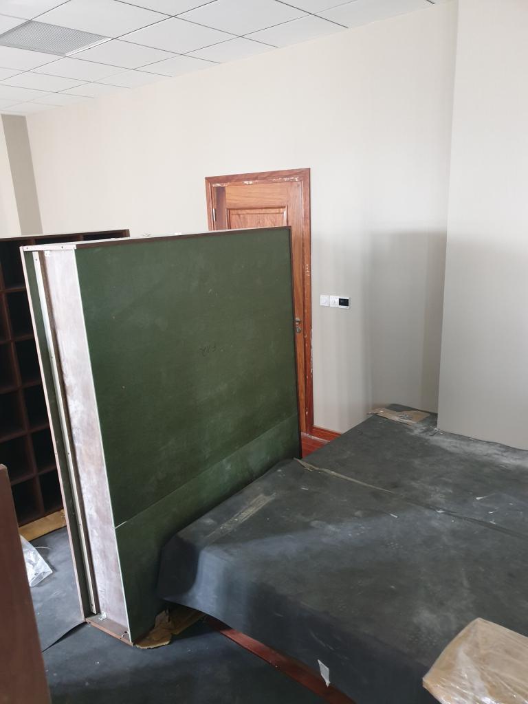 Lắp đặt các vách ngăn bên trong văn phòng
