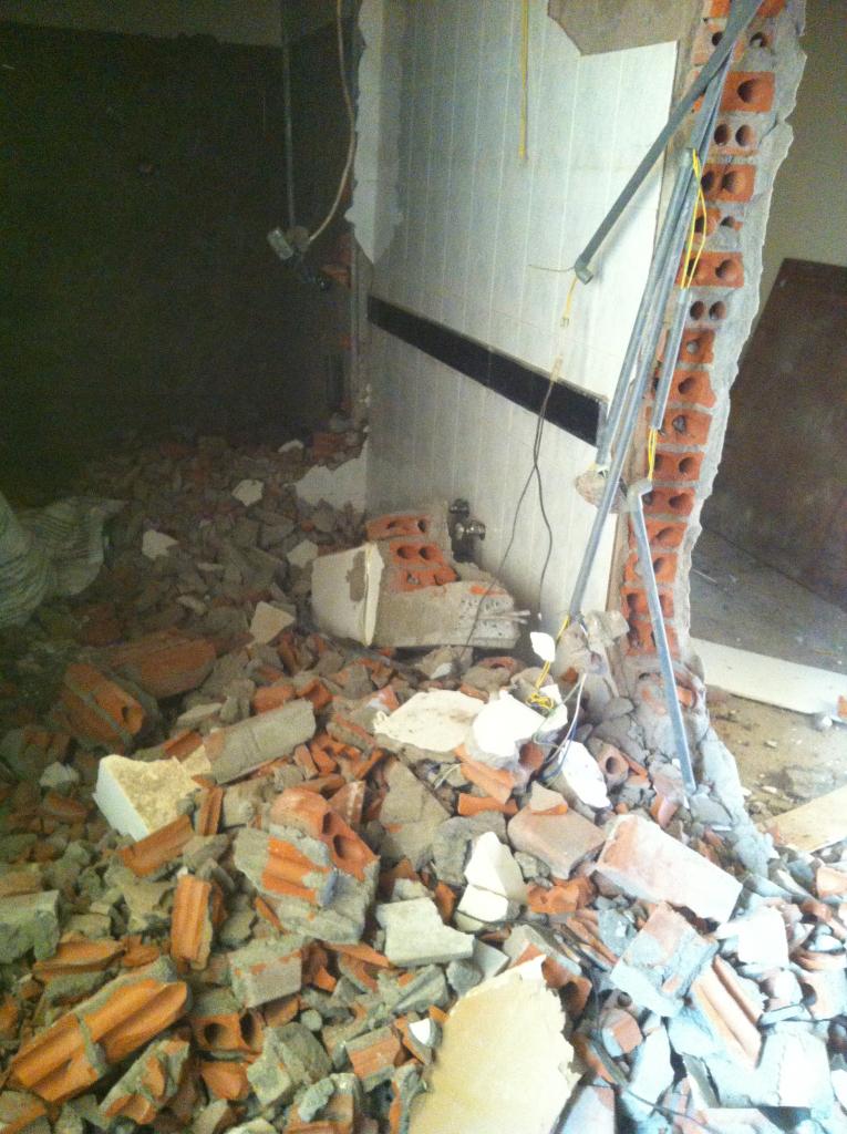 Phá dỡ tường 110 gạch rỗng