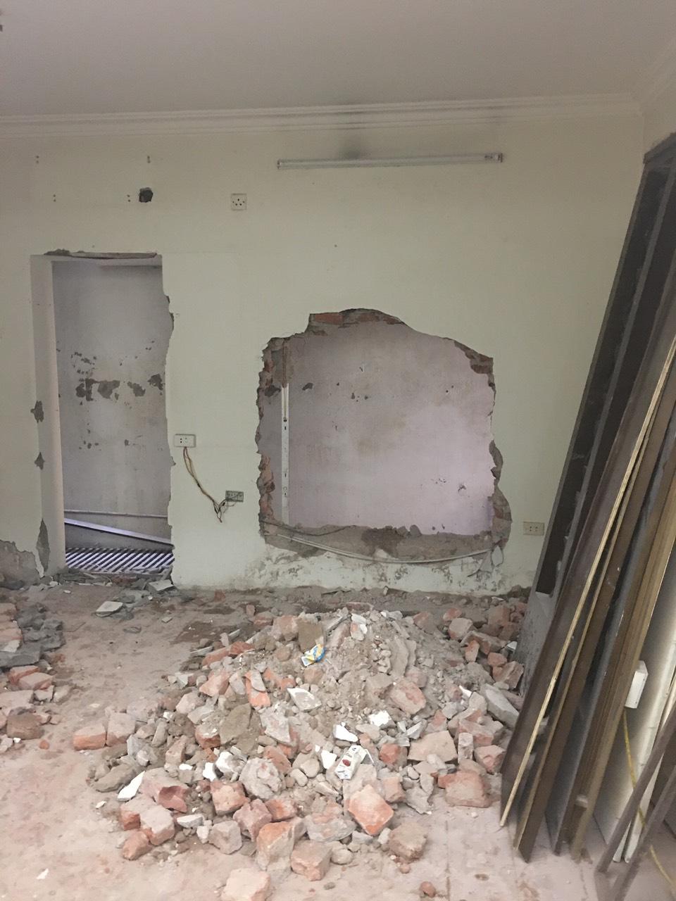 Phá dỡ tường làm cửa sổ