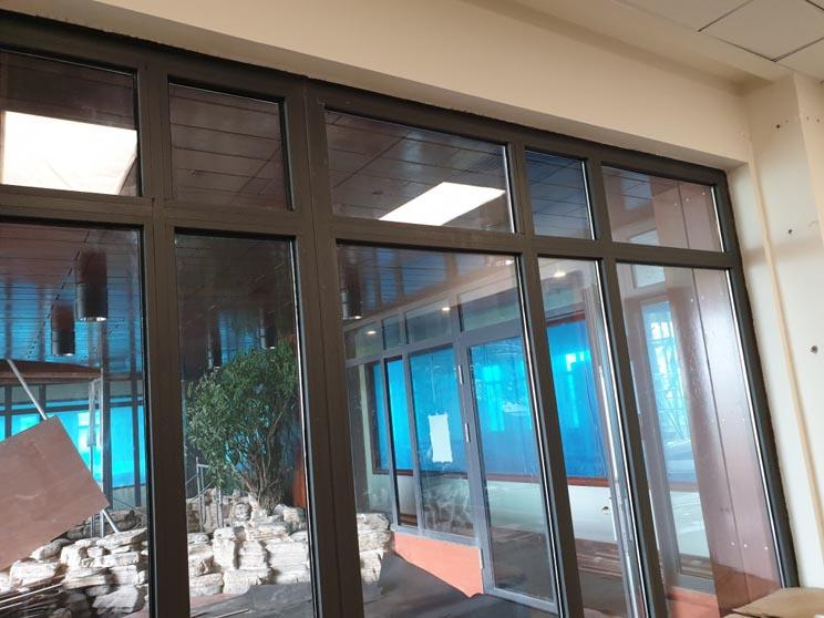Thi công hệ thống cửa nhôm kính cho văn phòng