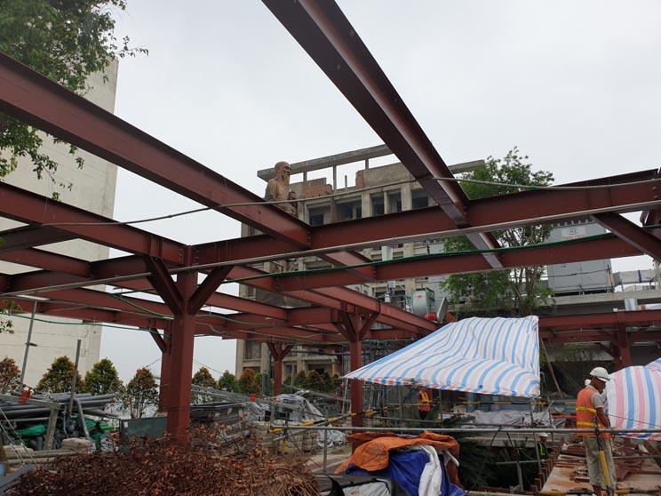 Thi công nâng tầng bằng kết cấu thép mái