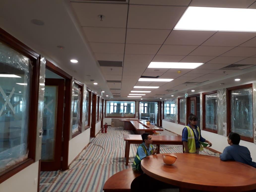 Trần thạch cao chìm kết hợp đèn máng cho văn phòng