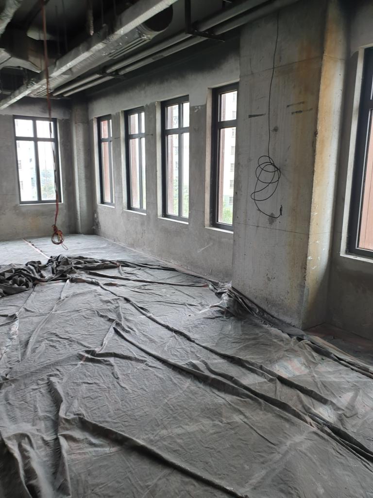 Triển khai thi công giai đoạn đục phá sửa chữa văn phòng