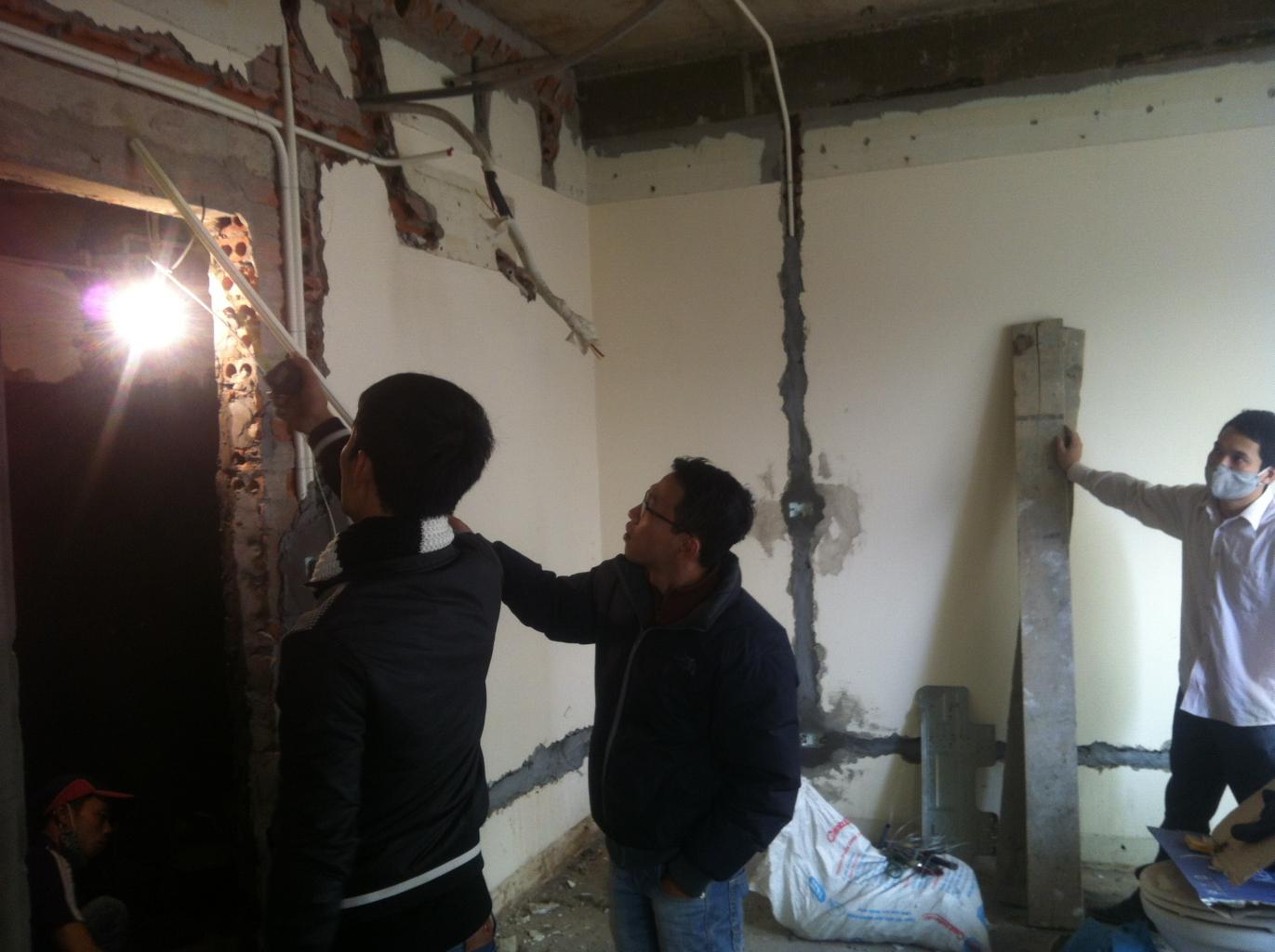 Kĩ sư ANDU đang giám sát công trình