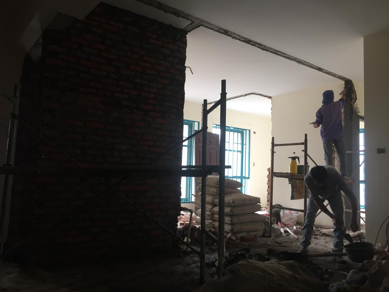 Phá dỡ tường căn hộ chung cư