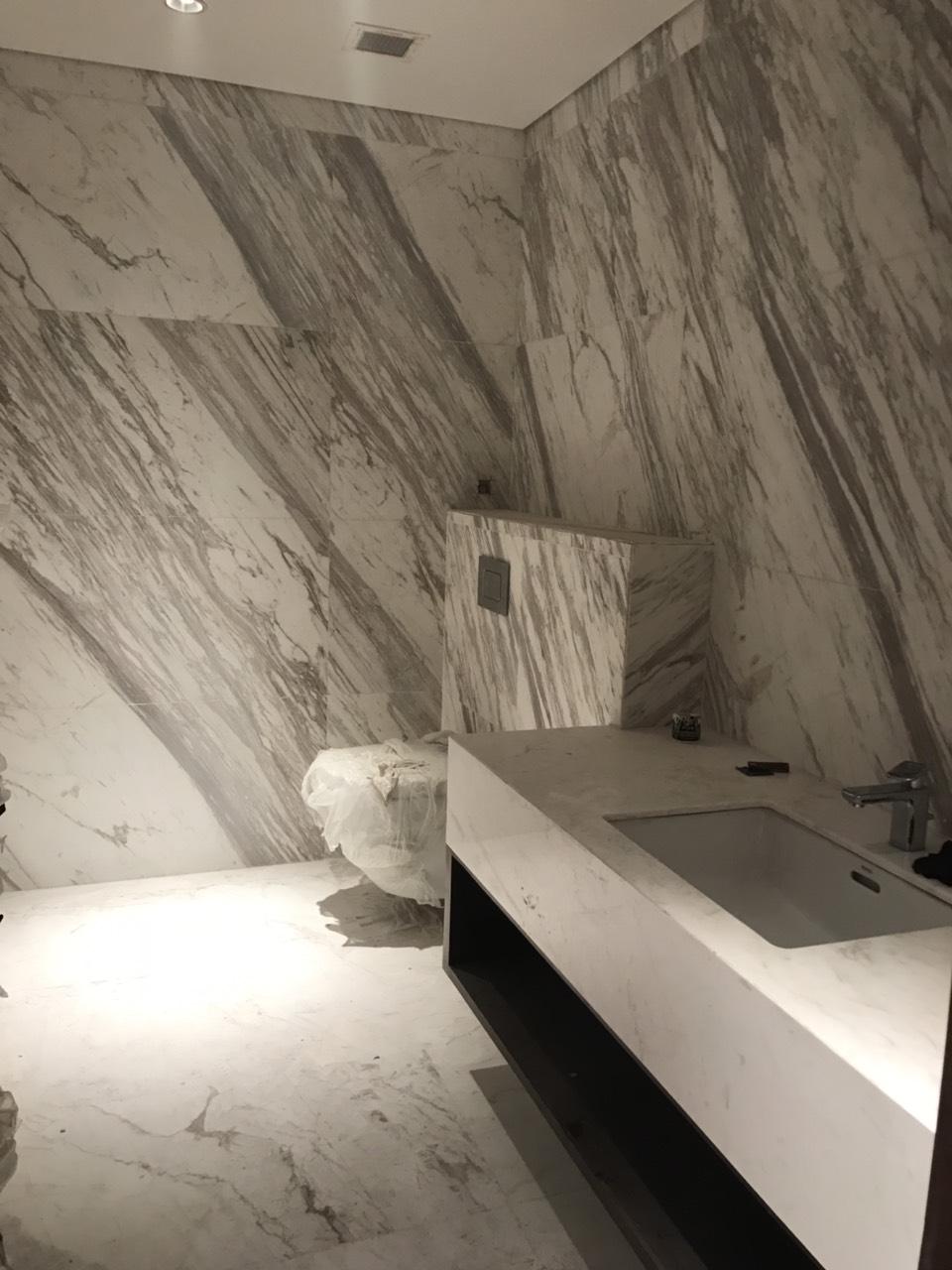 13. WC ốp đá