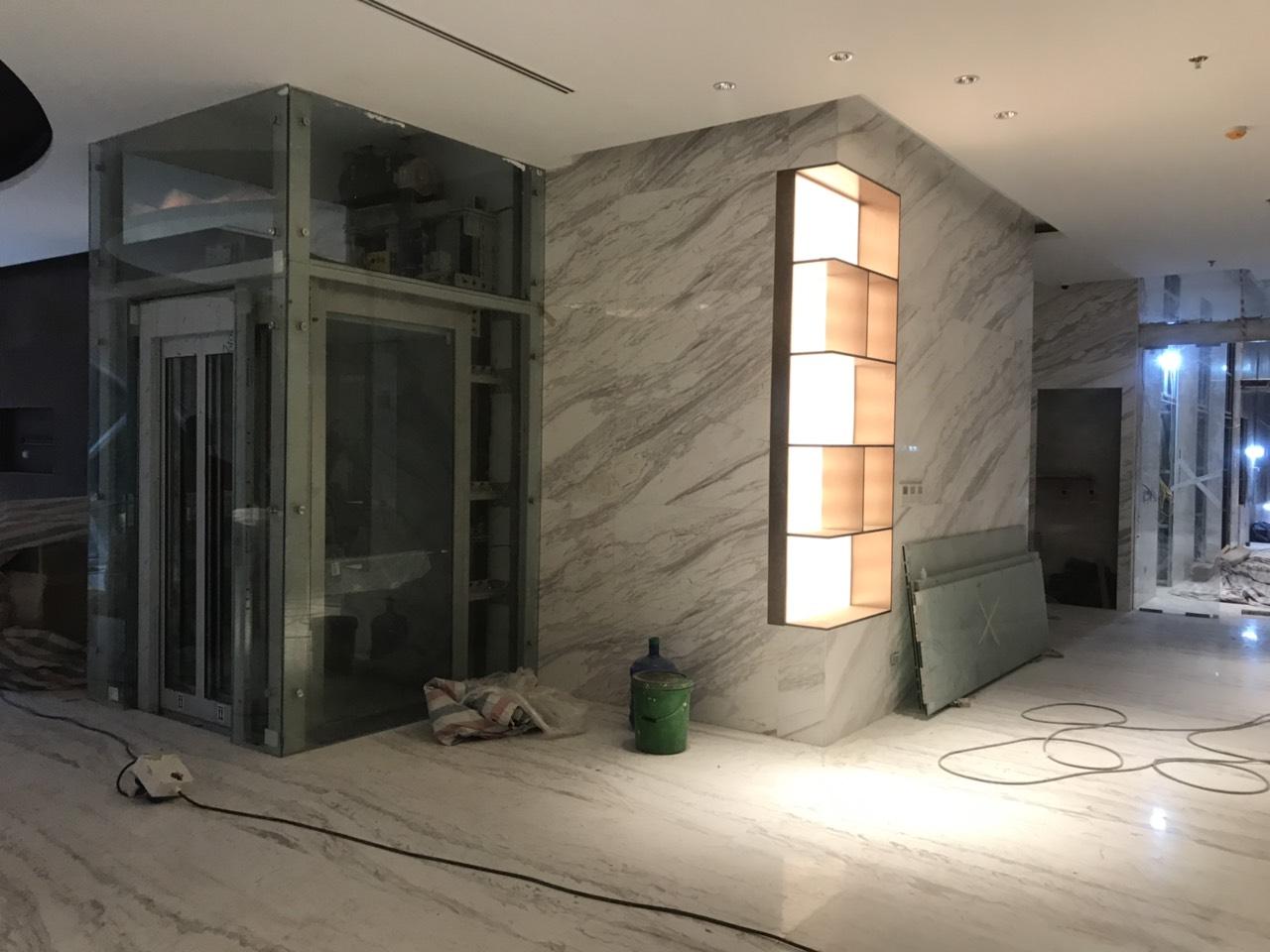 2. thang máy khu sảnh