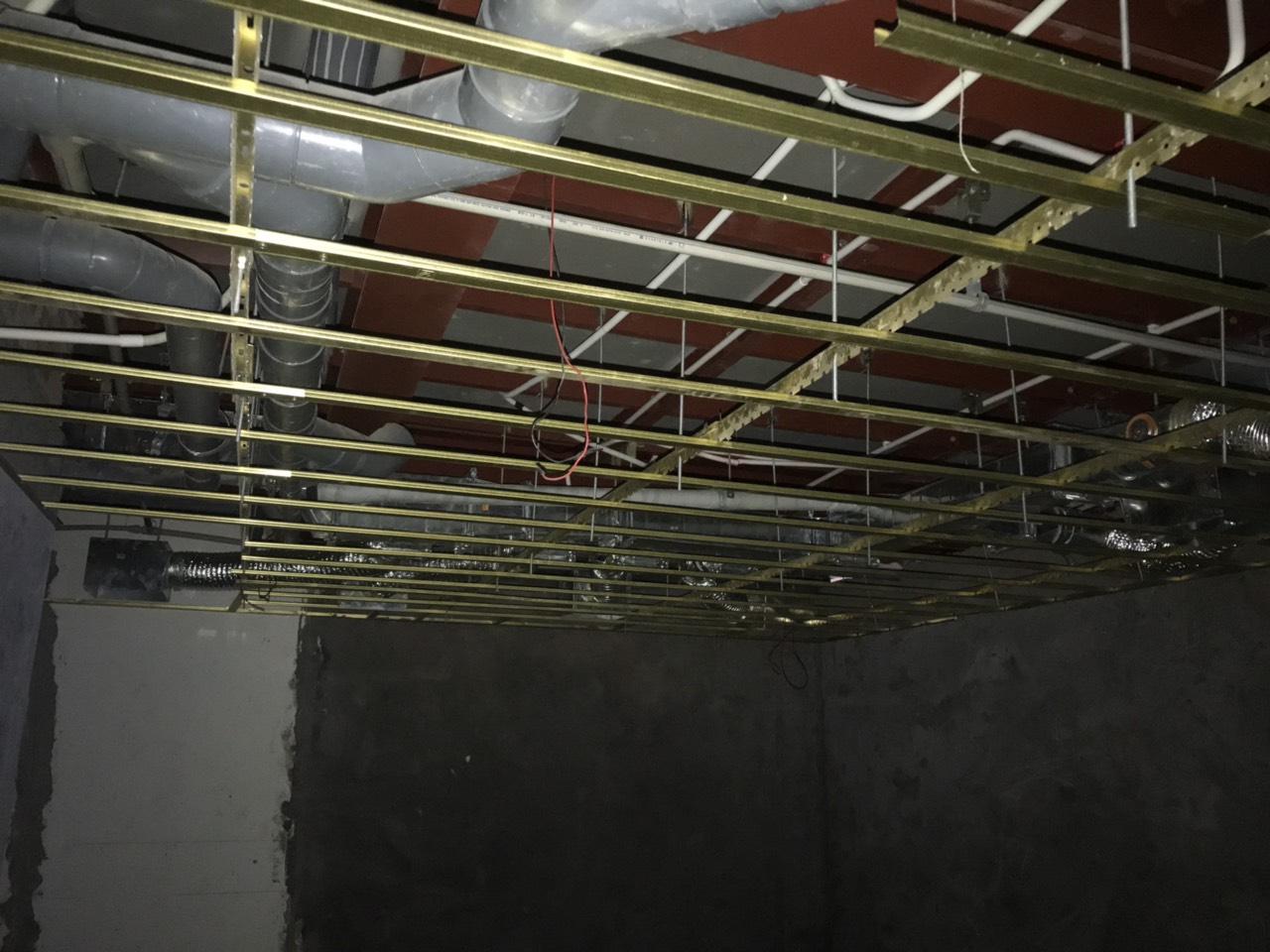 22. Xương trần WC khu A tầng 2